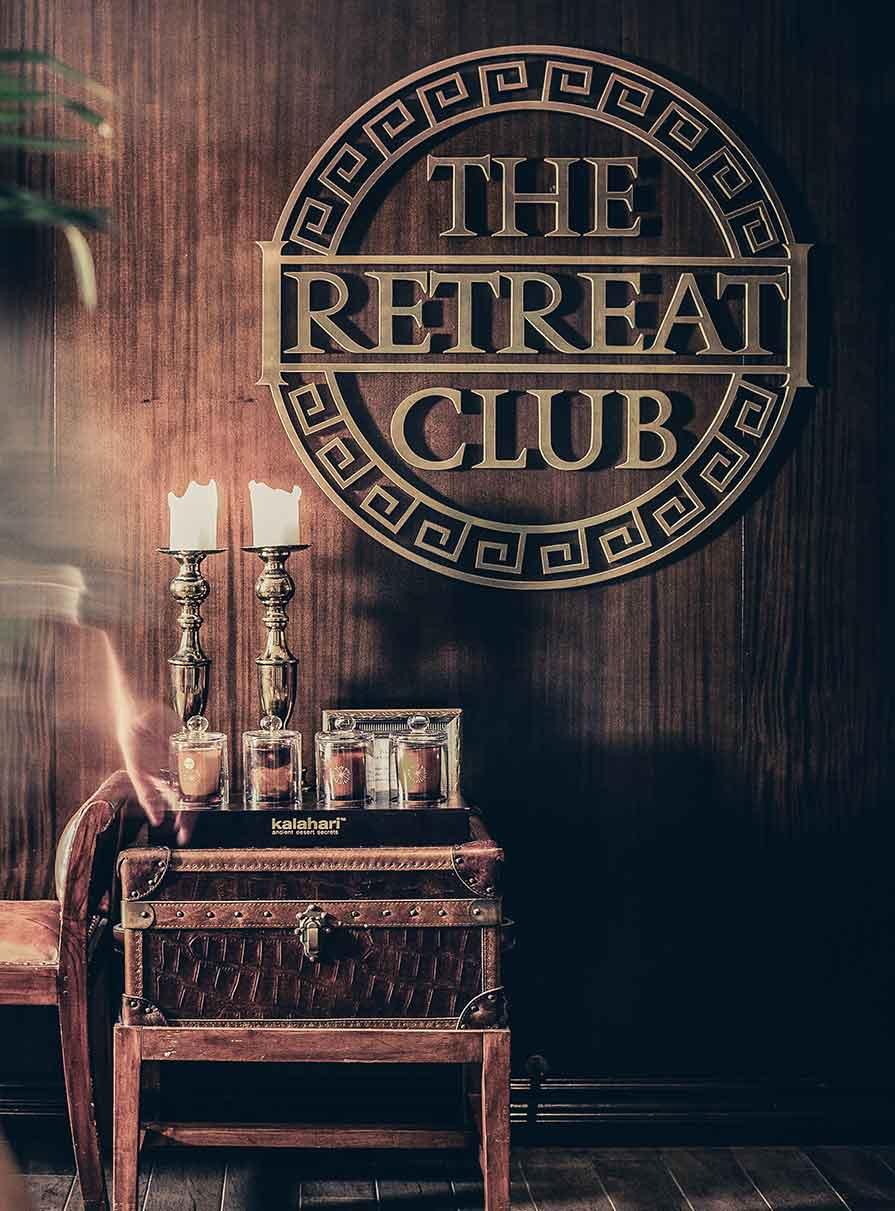 The Retreat Club spa logo på vägg på Falkenberg Strandbad