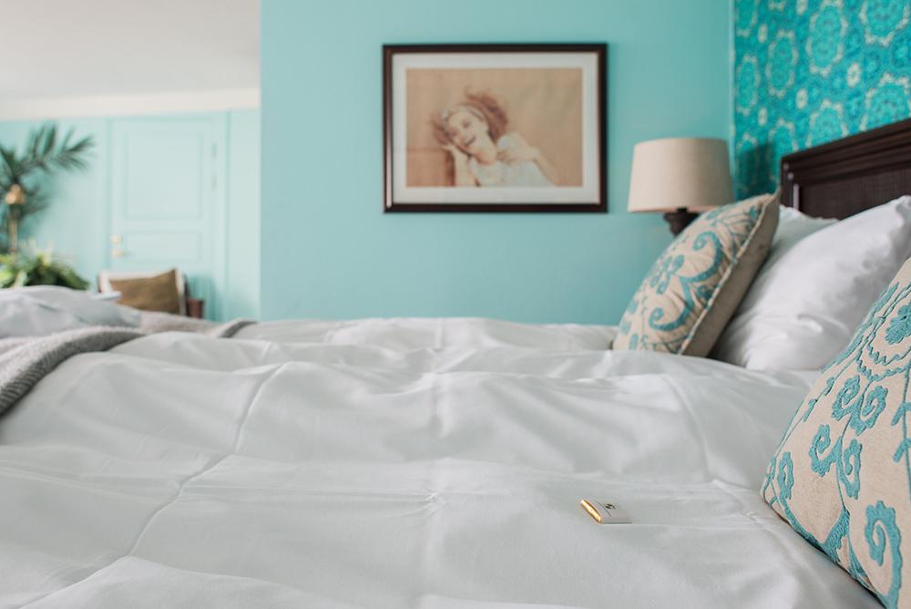 Härlig, mjuk säng i juniorsvit på Falkenberg Strandbad