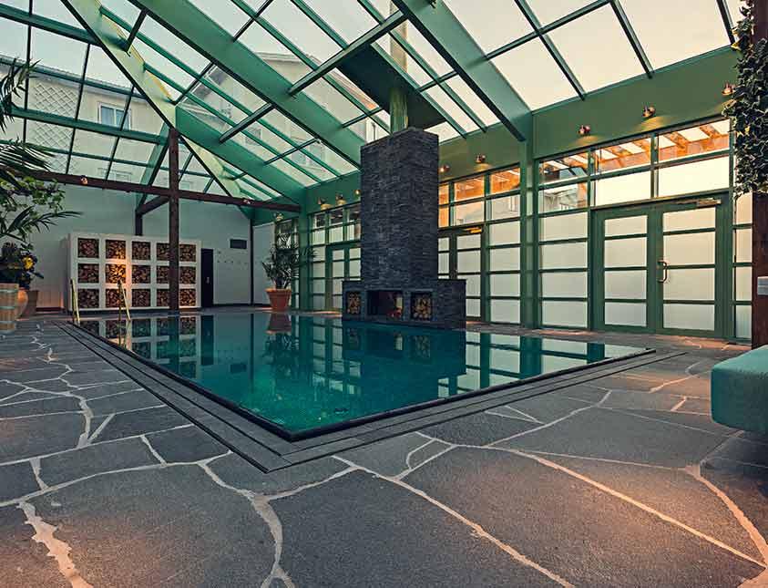 The Retreat Club och poolen till ditt förfogande när du bokar Jade spapaket på Falkenberg Strandbad