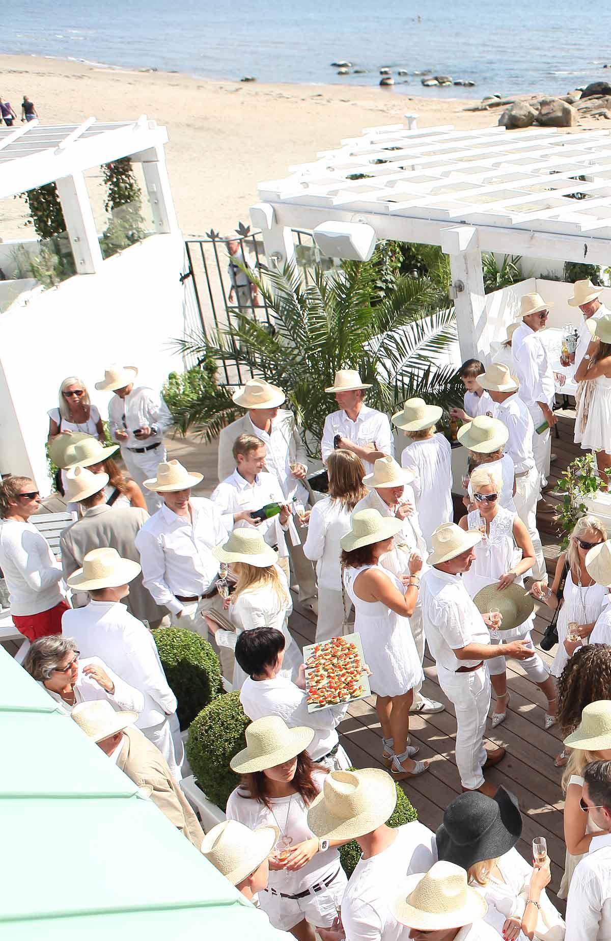Njut i solen under fest, konferens eller kickoff på restaurang Bistro Mer på Falkenberg Strandbad