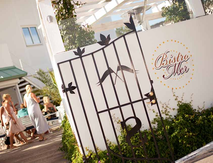 Stig in i Bistro Mer - Sommarrestaurangen på Falkenberg Strandbad