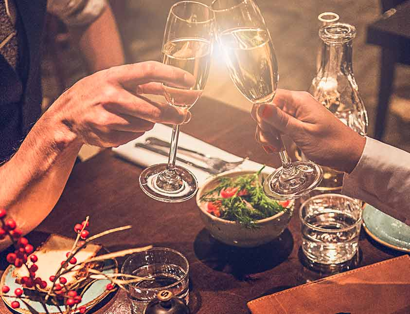 Skåla i champagne på brunchen på Falkenberg Strandbad