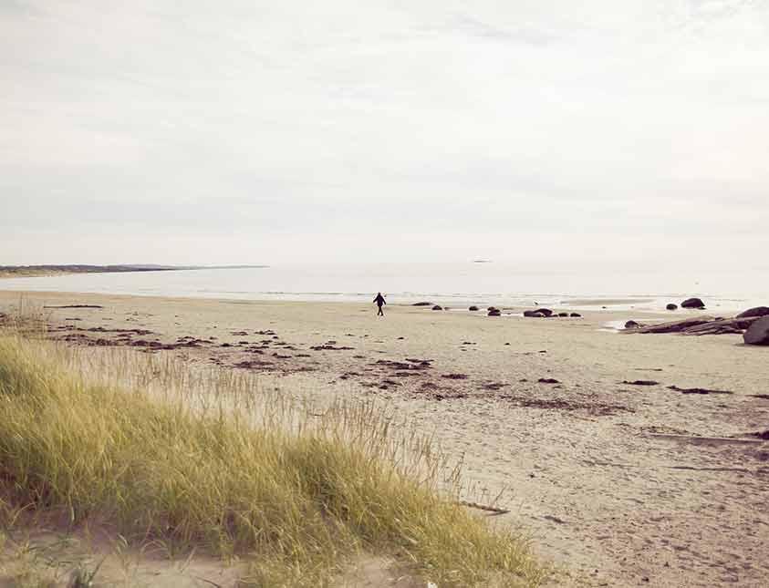 Stranden som frukostgranne när du övernattar på Falkenberg Strandbad