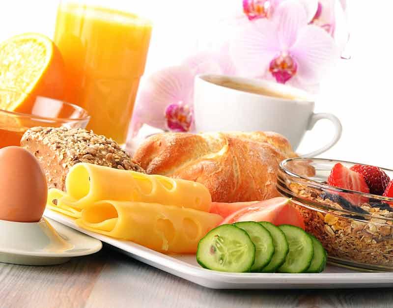 Härlig frukostbuffé på Falkenberg Strandbad