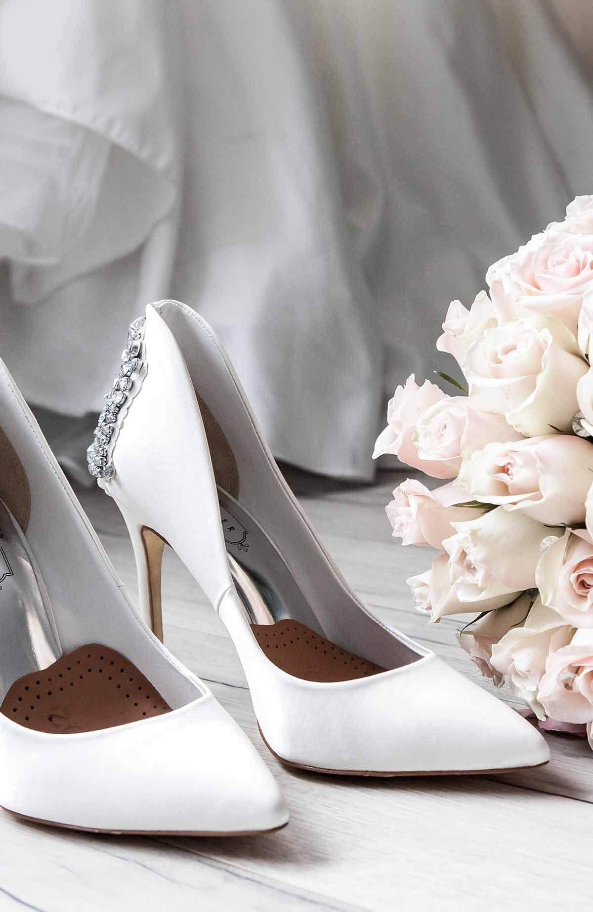 Brudens skor på bröllop på Falkenberg Strandbad