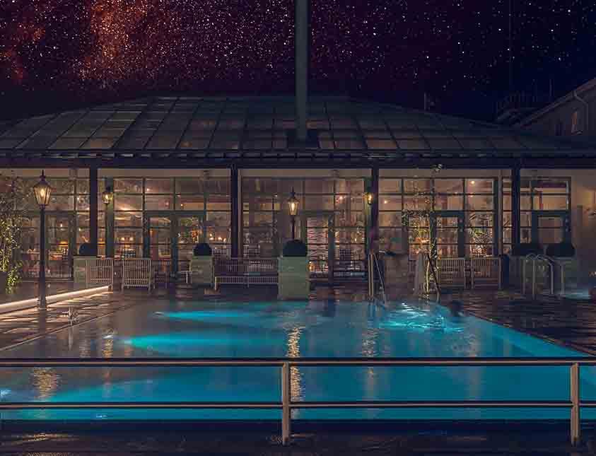 Upplyst pool på Falkenberg Strandbad