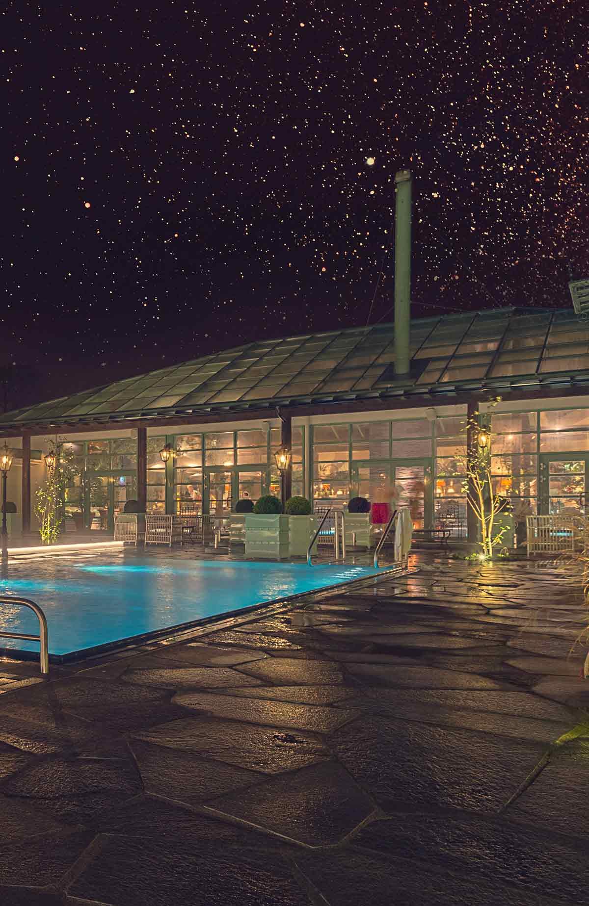 Upplev en spa-upplevelse på Falkenberg Strandbad, oavsett om det är dag eller kväll