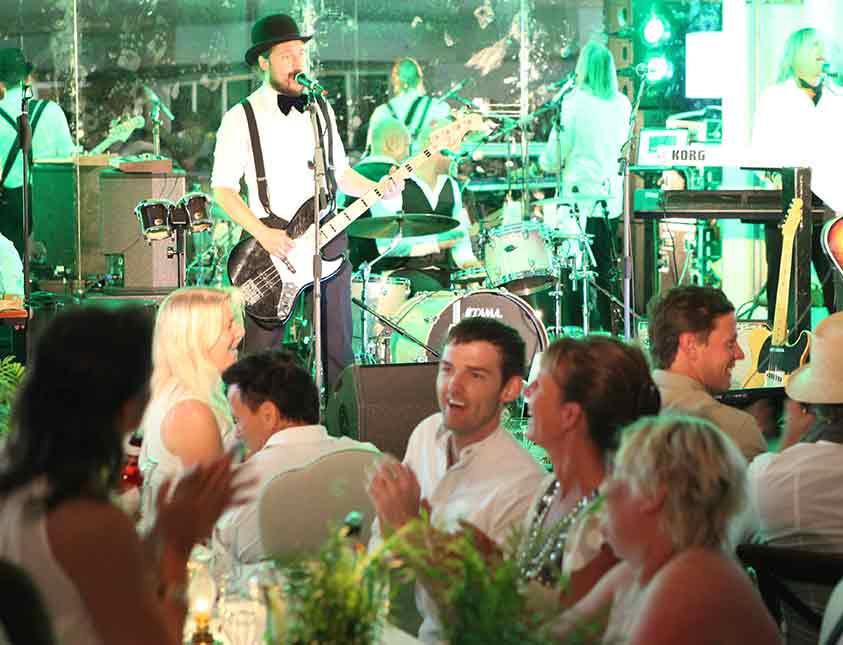 Liveuppträdande på fest på Falkenberg Strandbad