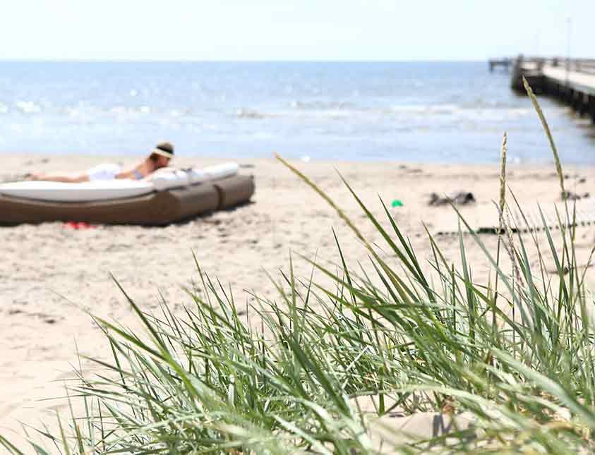 Relaxa på stranden vid Falkenberg Strandbad